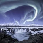 Снимок Поток Годафосс новозеландца Ларрина Рэя высоко оценили в категории Северное сияние
