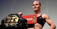 На YouTube-канале UFC Russia опубликовано видео всех побед чемпионки наилегчайшего дивизиона Валентины Шевченко в титульных поединках.