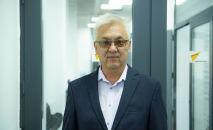 Заведующий кафедрой кыргызского языка КРСУ, доктор педагогических и кандидатом филологических наук Кутманбек Биялиев