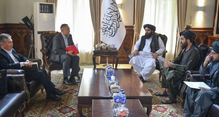 Делегация КР во главе с заместителем председателя совета безопасности Таалатбеком Масадыковым доставила в Кабул груз гуманитарной помощи от имени народа Кыргызстана народу Исламской Республики Афганистан