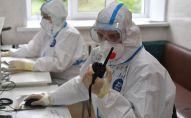 Врач в отделении для больных с коронавирусной инфекцией. Архивное фото