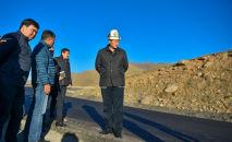 Министрлер кабинетинин төрагасы Улукбек Марипов Бишкек — Ош унаа жолунун тилкесиндеги (Төө-Ашуунун түштүк тарабы) оңдоо иштеринин жүрүшү менен таанышты.
