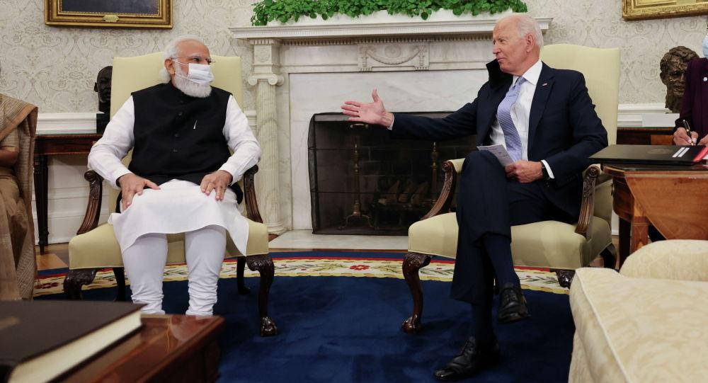 Президент США Джо Байден встречается с премьер-министром Индии Нарендрой Моди в Овальном кабинете Белого дома в Вашингтоне