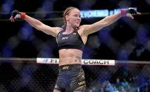 Валентина Шевченко победы над Лорен Мерфи на турнире UFC 266 в Лас-Вегасе. 25 сентября 2021 года