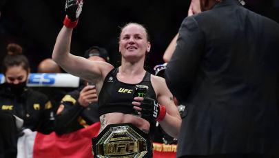 Валентина Шевченко после победы над Лорен Мерфи на турнире UFC 266 в Лас-Вегасе