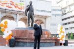 Маданият, маалымат, спорт жана жаштар саясаты министри Кайрат Иманалиев инсандардын эстелигине QR код орнотуу ачылыш аземинде