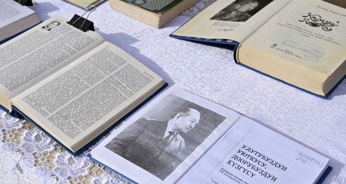 Книги ученого, академика Кусеина Карасаева