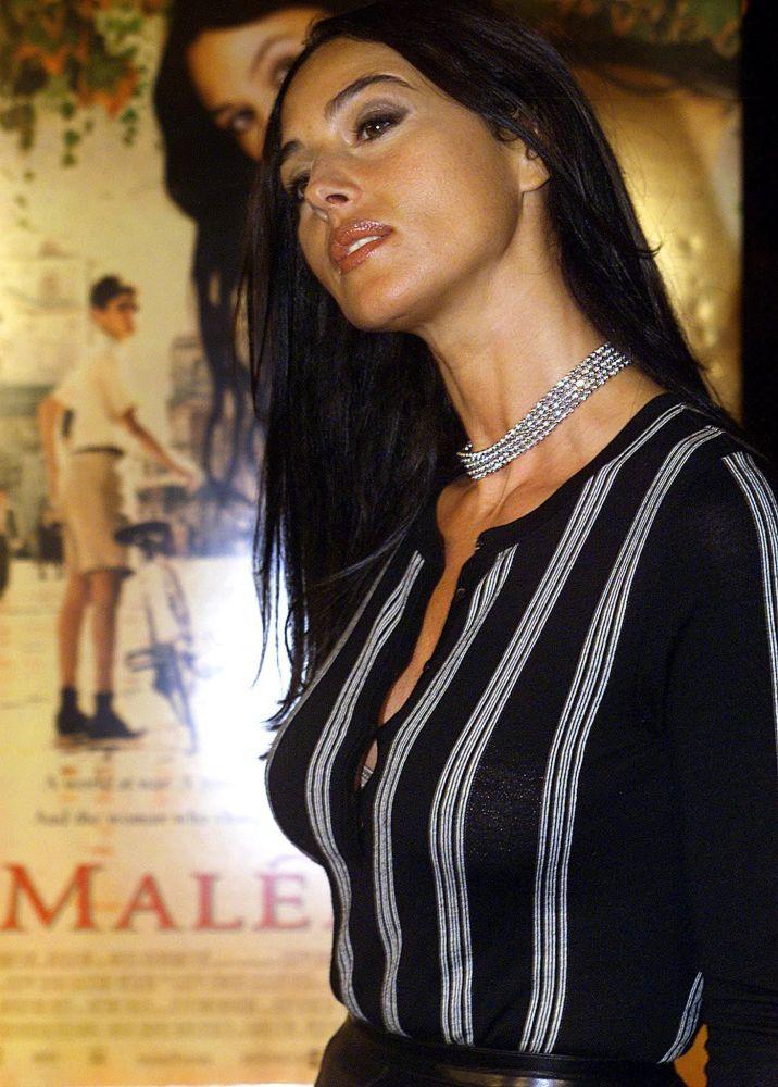Голливуд, 2000-жылдын 12-декабры. Малена фильминин премьерасына барган актриса. Бул кинодо ал башкы ролду аткарган.