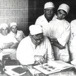 Ахунбаев 27 илимдин кандидатына, төрт докторуна жетекчи болгон
