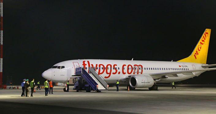 Турецкий самолет, рейса Ош — Стамбул — Ош во время торжественной встречи, в международном аэропорту Ош. 01 октября 2021 года