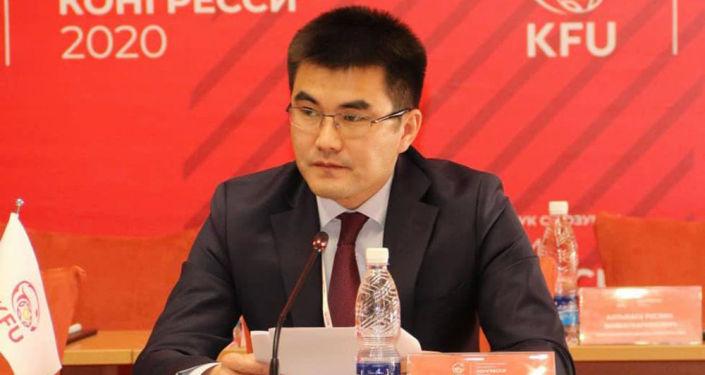 Бывший генеральный секретарь Федерации футбола Медер Сыдыков. Архивное фото