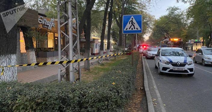Оцепленный участок у посольства Беларуси в Бишкеке. 01 октября 2021 года