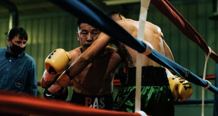 Кыргызстанский боксер Басызбек Баратов во время поединка. Архивное фото
