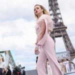 Парижде өткөн Мода жумалыгы. Актриса Эмбер Херд L'Oreal көргөзмөсү учурунда.
