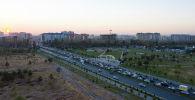 Автомобили едут по южной магистрали (проспект Масалиева) в Бишкеке. Архивное фото