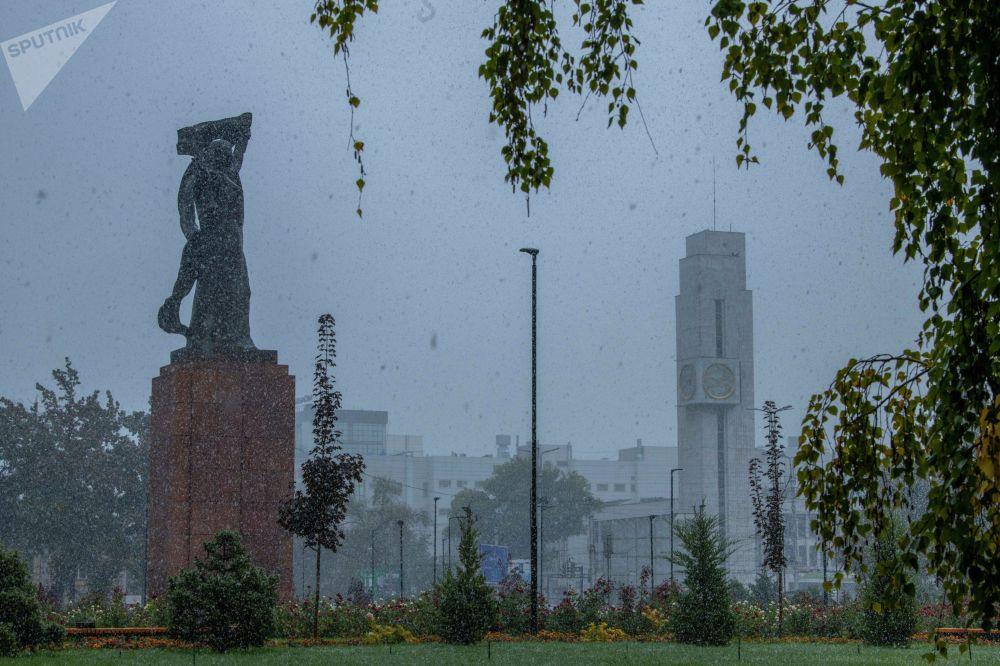 Снег в Бишкеке начался минувшей ночью