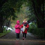 Школьники одеваются теплее