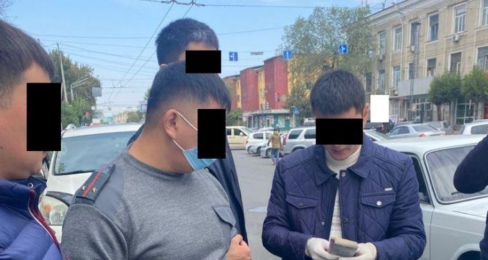 Задержанный при получении взятки, лейтенант милиции А. Т. 06 октября 2021 года