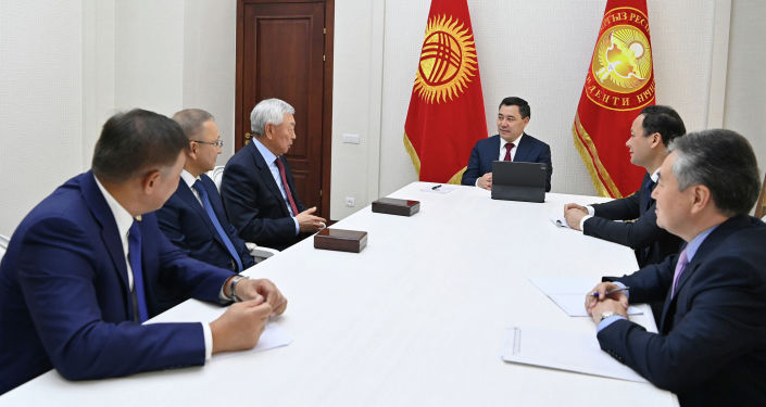 Президент Садыр Жапаров наградил граждан Казахстана за значительный вклад в укрепление дружбы между странами. 07 октября 2021 года