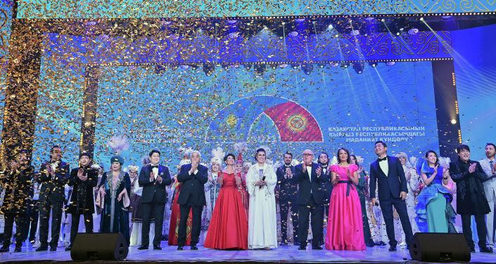 Участники гала-концерта, посвященный официальному открытию Дней культуры Казахстана в Кыргызстане. 07 октября 2021 года