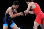 Виктор Чобану из Молдовы в бою против Жоламана Шаршенбекова из Кыргызстана на четвертьфинале олимпийских игр в Токио. 1 августа 2021 года
