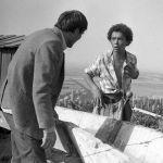 Бөрү зынданды тартуу учуру. Сүрөттө белгилүү советтик актер Талгат Нигматулин жана Мурат Мамбетов.