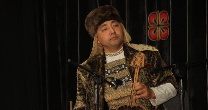 Музыканты на выставке, посвященной дням культуры Казахстана в Кыргызстане, в музее изобразительных искусств в Бишкеке. 08 октября 2021 года