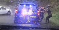 Кадры с видеорегистратора выложил в соцсети департамент полиции штата Вирджиния, ролик опубликован на YouTube-канале WJHL.