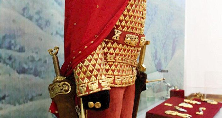 Известная археологическая находка в истории Казахстана Золотой человек, в национальном музее изобразительных искусств, на выставке в рамках Дней культуры РК в Бишкеке. 09 октября 2021 года