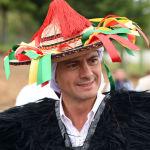 Президент Мексики Энрике Пена Ньето в традиционном костюме этнической группы цоциль во время празднования Международного дня коренных народов мира в Сан-Хуан-Чамула, штат Чьяпас