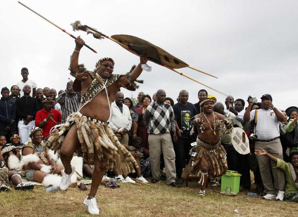 Президент Африканского национального конгресса Джейкоб Зума во время своей традиционной зулусской свадьбы в южноафриканском Нкандла