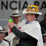 Президент Колумбии Хуан Мануэль Сантос на параде Белый день, который является частью Карнавала чернокожих и белых в Пасто. Карнавал был объявлен ЮНЕСКО Нематериальным культурным наследием человечества.