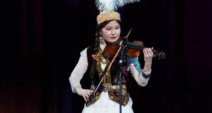 Кыргызстанка Марал Койчукараева ставшая вице-мисс конкурса красоты среди девушек-мигрантов в Москве, организованной Федерацией мигрантов
