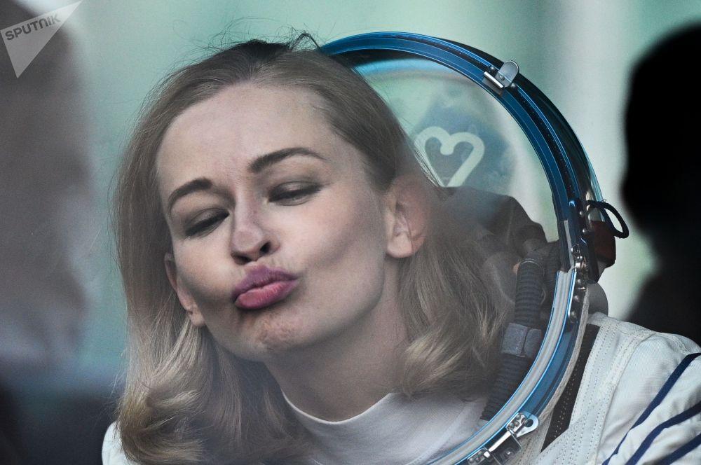 Член основного экипажа 66-й экспедиции на Международную космическую станцию актриса Юлия Пересильд перед стартом космического корабля Союз МС-19 на космодроме Байконур.