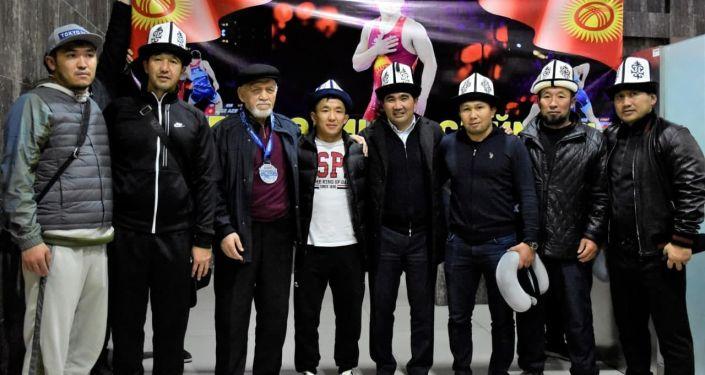 Встреча борцов из Кыргызстана участвовавших на Чемпионате мира по спортивной борьбе в Осло. 12 октября 2021 года