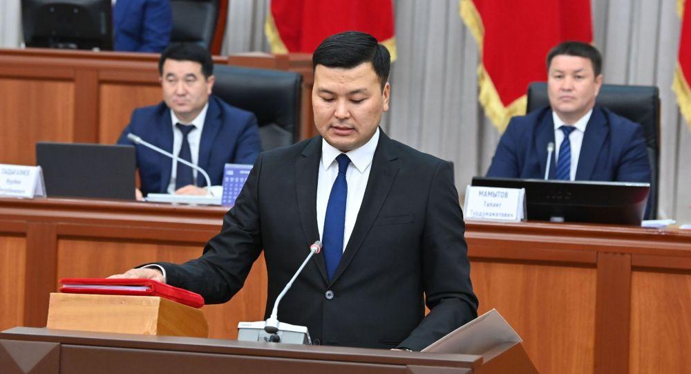 Министр юстиции Аяз Баетов во время принесения присяги