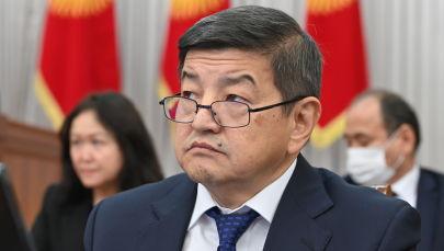 Председатель кабинета министров Акылбек Жапаров во время заседания в Жогорку Кенеше. 13 октября 2021 года