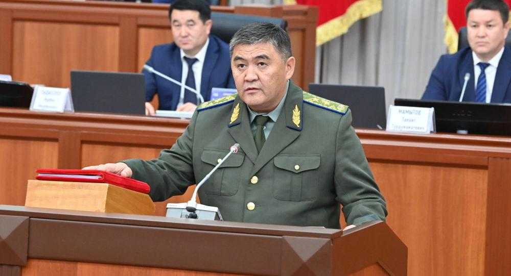 Глава ГКНБ, заместитель председателя кабмина Камчыбек Ташиев во время принесения присяги