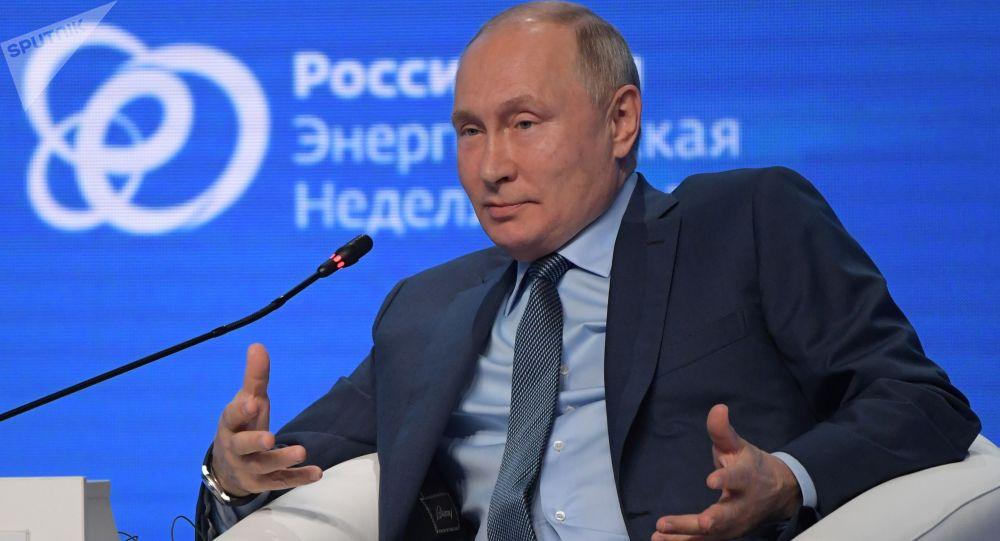 Президент РФ Владимир Путин на пленарном заседании международного форума Российская энергетическая неделя в ЦВЗ Манеж. 13 октября 2021 года