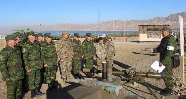 В Баткене проводится оперативный сбор с начальниками органов управления, начальниками управлений ПС ГКНБ по областям