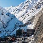 Көк-Арт ашуусунда Фергана кырка тоосу аркылуу өткөн Кыргызстандагы эң чоң тоннель курулуп жатат. Бул объект альтернативалык жолдун эң кымбатка турган бөлүгү болуп саналат.