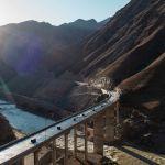 Вид эстакадного моста с дрона. Когда построят Тогуз-Тороускую ГЭС, местность под мостом будет затоплена.