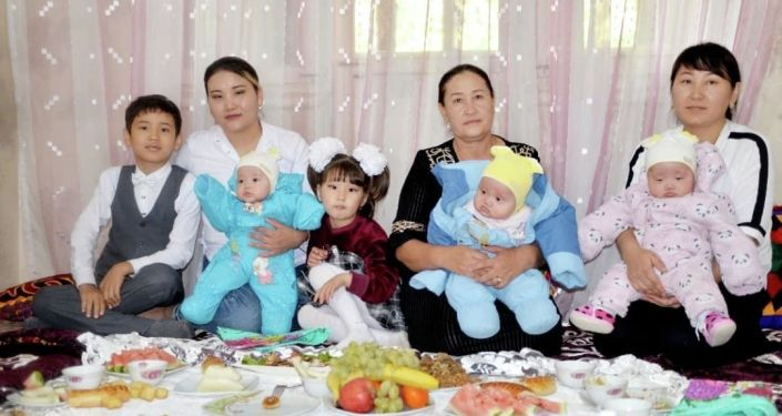 Мэрия города Джалал-Абад выдал квартиру семье, в которой родилась тройня
