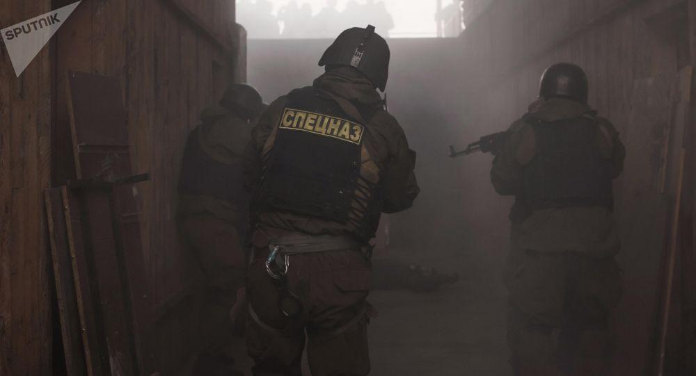 Сотрудники спецназа во время учений. Архивное фото