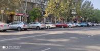 Автомобили припаркованные в новой муниципальной парковке в Бишкеке