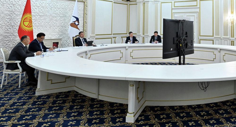 Президент Кыргызстана Садыр Жапаров во время выступления на очередном заседании Высшего Евразийского экономического совета (ВЕЭС) в режиме видеоконференции