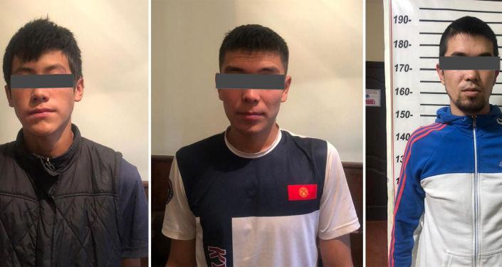 Задержанные М. Ж., Н. К. и М. М, подозреваемые в подпольном производстве крупных партий наркотических средств на дому, в селе Кызыл-Туу в Джалал-Абадской области. 15 октября 2021 года