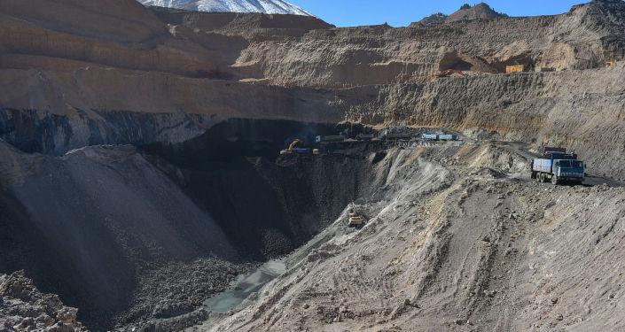 Инспекция работы угольного месторождения Кара-Кече во время рабочей поездки председателя Кабинета министров в Нарынскую область.  18 октября 2021 года
