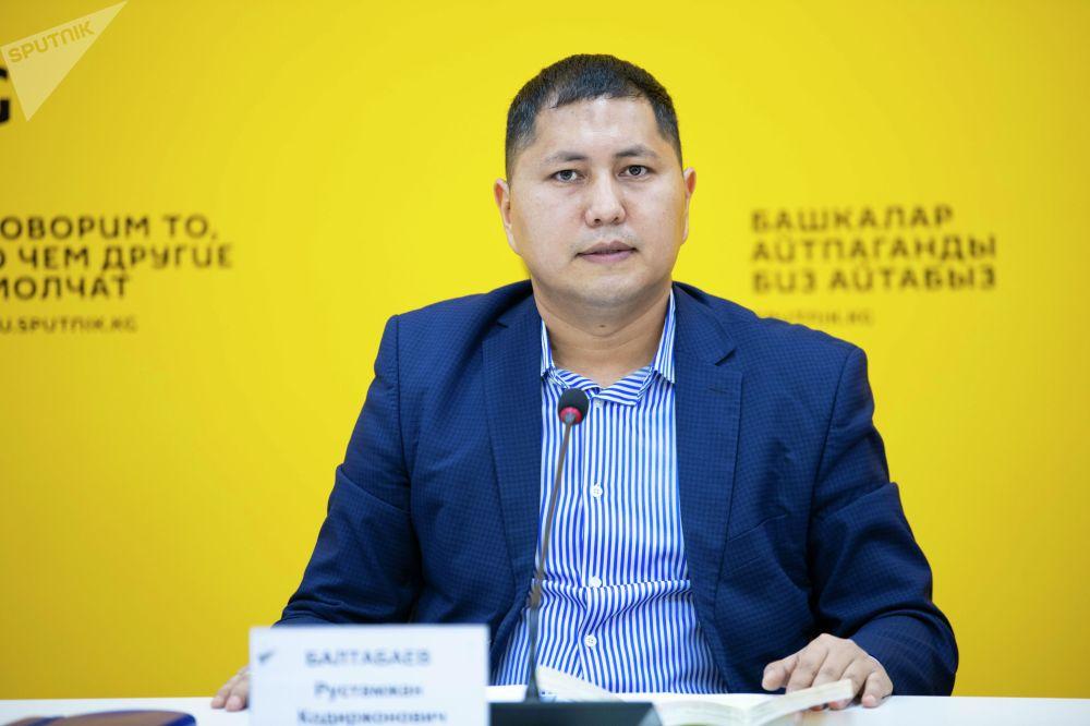 Исполнительный директор АПК Рустамжан Балтабаев на брифинге в мультимедийном пресс-центре Sputnik Кыргызстан