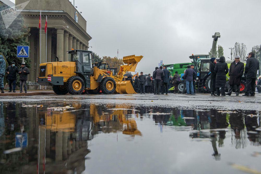 В течение трех дней желающие могут увидеть высокомощные тракторы, зерноуборочные комбайны, посевную технику, косилки, опрыскиватели и многое другое